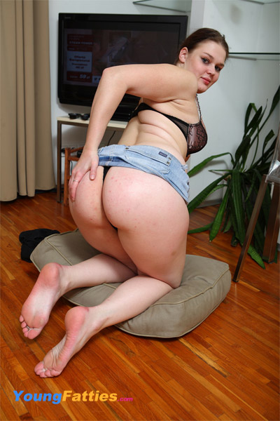LORRIE: Beautiful fat girl sex