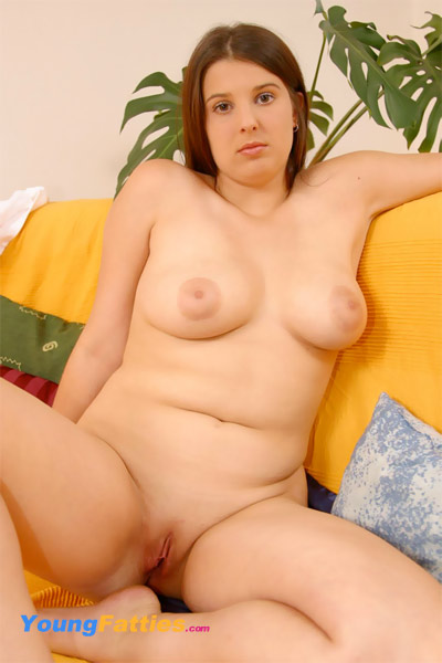 This fattie know how to use a dildo 9